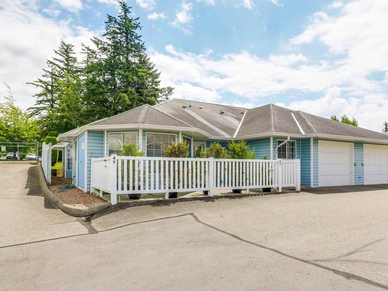 """Main Photo: 47 1450 MCCALLUM Road in Abbotsford: Poplar Townhouse for sale in """"CROWN POINT"""" : MLS®# R2181014"""