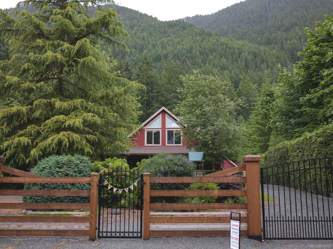 Main Photo: 9981 Swordfern Close in YOUBOU: Du Youbou House for sale (Duncan)  : MLS®# 836035