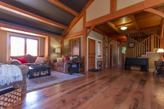 """Photo 3: 32351 NAKUSP Drive in Abbotsford: Abbotsford West House for sale in """"Fairfield Estates"""" : MLS®# R2053865"""