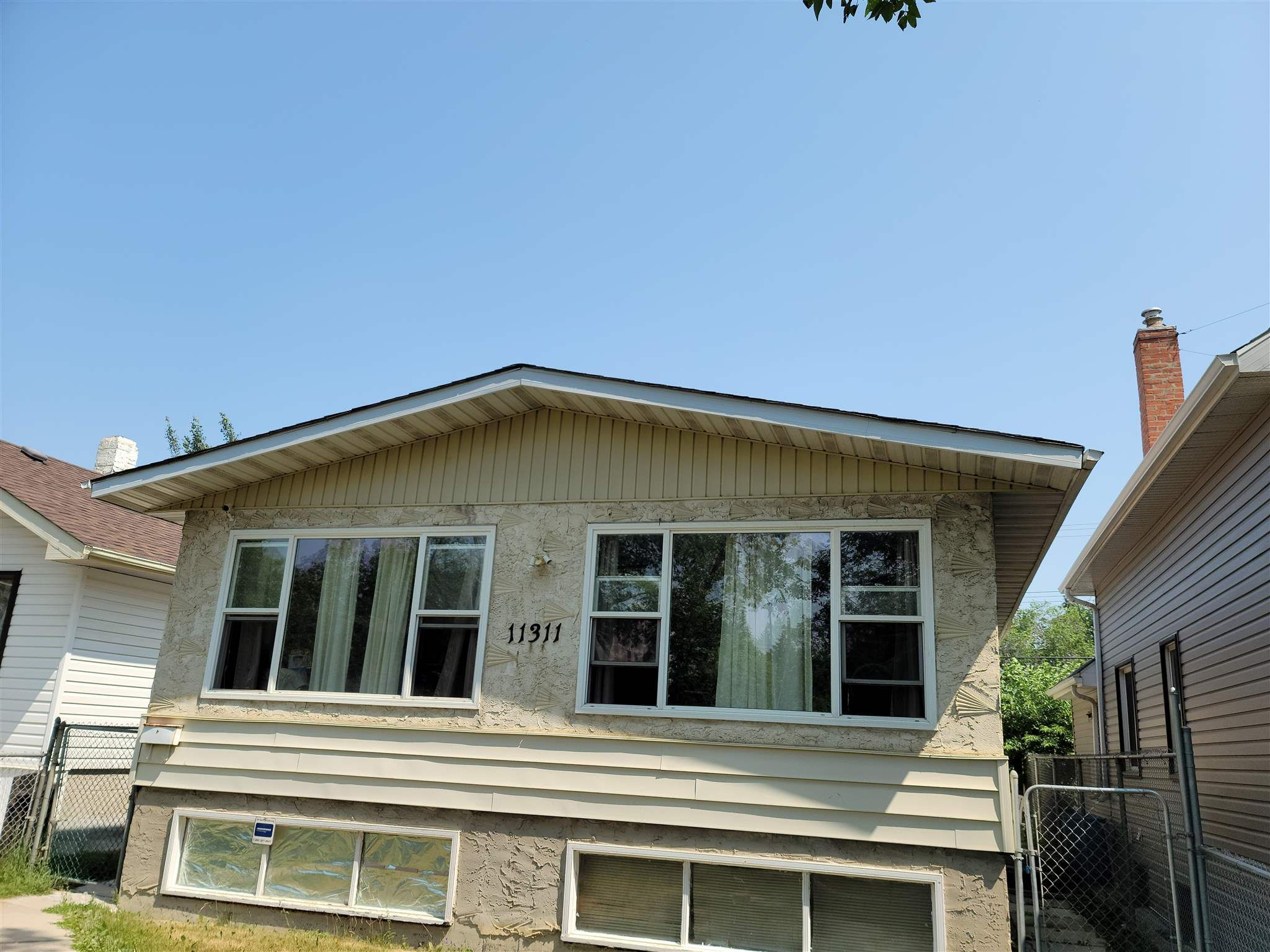 Main Photo: 11311 97 Street in Edmonton: Zone 05 Attached Home for sale : MLS®# E4254619