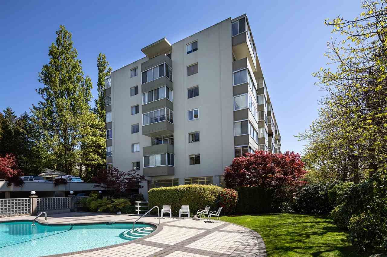 Main Photo: 303 1425 ESQUIMALT Avenue in West Vancouver: Ambleside Condo for sale : MLS®# R2265754