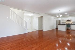 Photo 8: 14 Cahilty Lane in VICTORIA: VR Six Mile House for sale (View Royal)  : MLS®# 771497