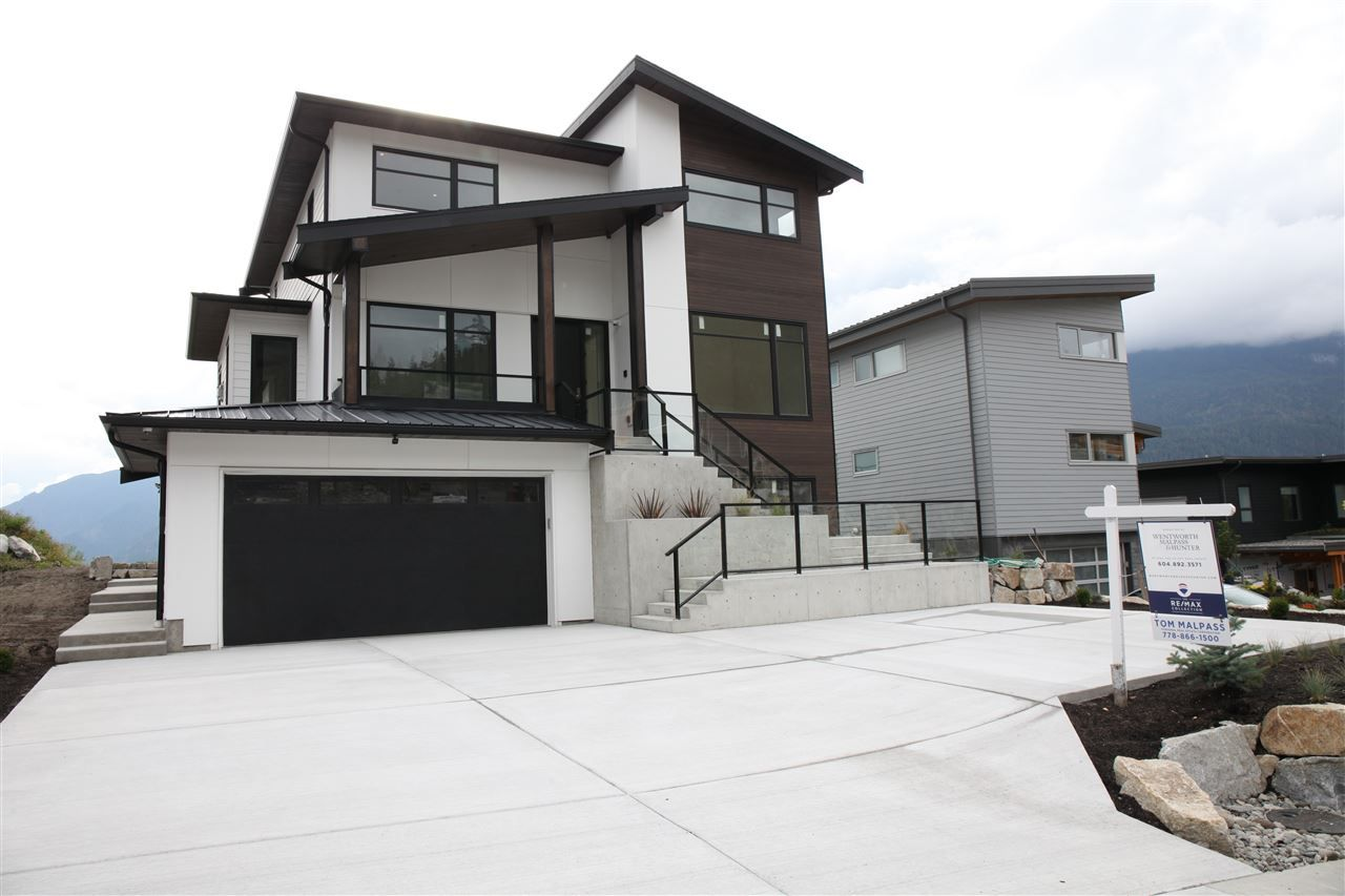 """Main Photo: 1990 DOWAD Drive in Squamish: Tantalus House for sale in """"Skyridge"""" : MLS®# R2307236"""
