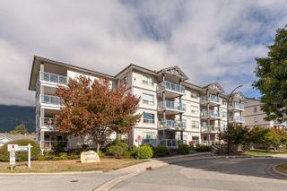 """Photo 2: 102 1203 PEMBERTON Avenue in Squamish: Downtown SQ Condo for sale in """"EAGLE GROVE"""" : MLS®# R2615257"""