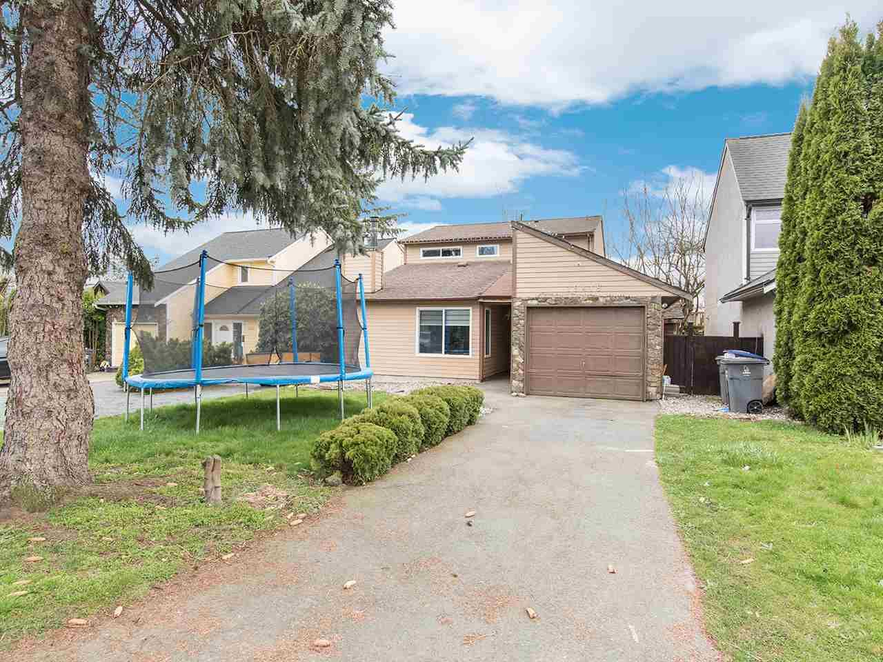 Main Photo: 19418 62 Avenue in Surrey: Cloverdale BC House for sale (Cloverdale)  : MLS®# R2558161