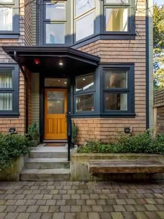 """Photo 3: 1777 E 20TH Avenue in Vancouver: Victoria VE Townhouse for sale in """"CEDAR COTTAGE Townhomes-Gow Bloc"""" (Vancouver East)  : MLS®# R2333733"""