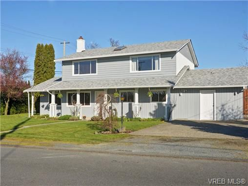 Main Photo: 722 Cameo St in VICTORIA: SE High Quadra House for sale (Saanich East)  : MLS®# 725052