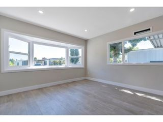 """Photo 15: 181 1840 160 Street in Surrey: King George Corridor Manufactured Home for sale in """"BREAKAWAY BAYS"""" (South Surrey White Rock)  : MLS®# R2585723"""