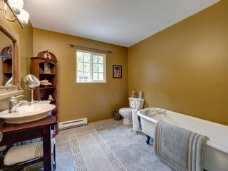 Photo 12: 736 MANSFIELD Road: Roberts Creek House for sale (Sunshine Coast)  : MLS®# R2400940