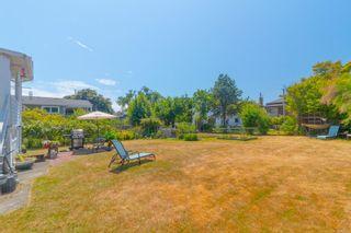 Photo 16: 2416 Mowat St in : OB Henderson House for sale (Oak Bay)  : MLS®# 881551
