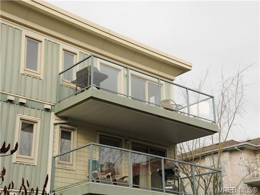 Main Photo: 402 3157 Tillicum Rd in VICTORIA: SW Tillicum Condo for sale (Saanich West)  : MLS®# 699987