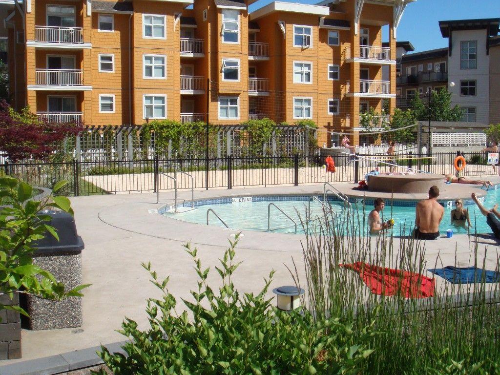 Main Photo: 211-533 Yates Rd in Kelowna: North Glenmore Condo for sale : MLS®# 10108933