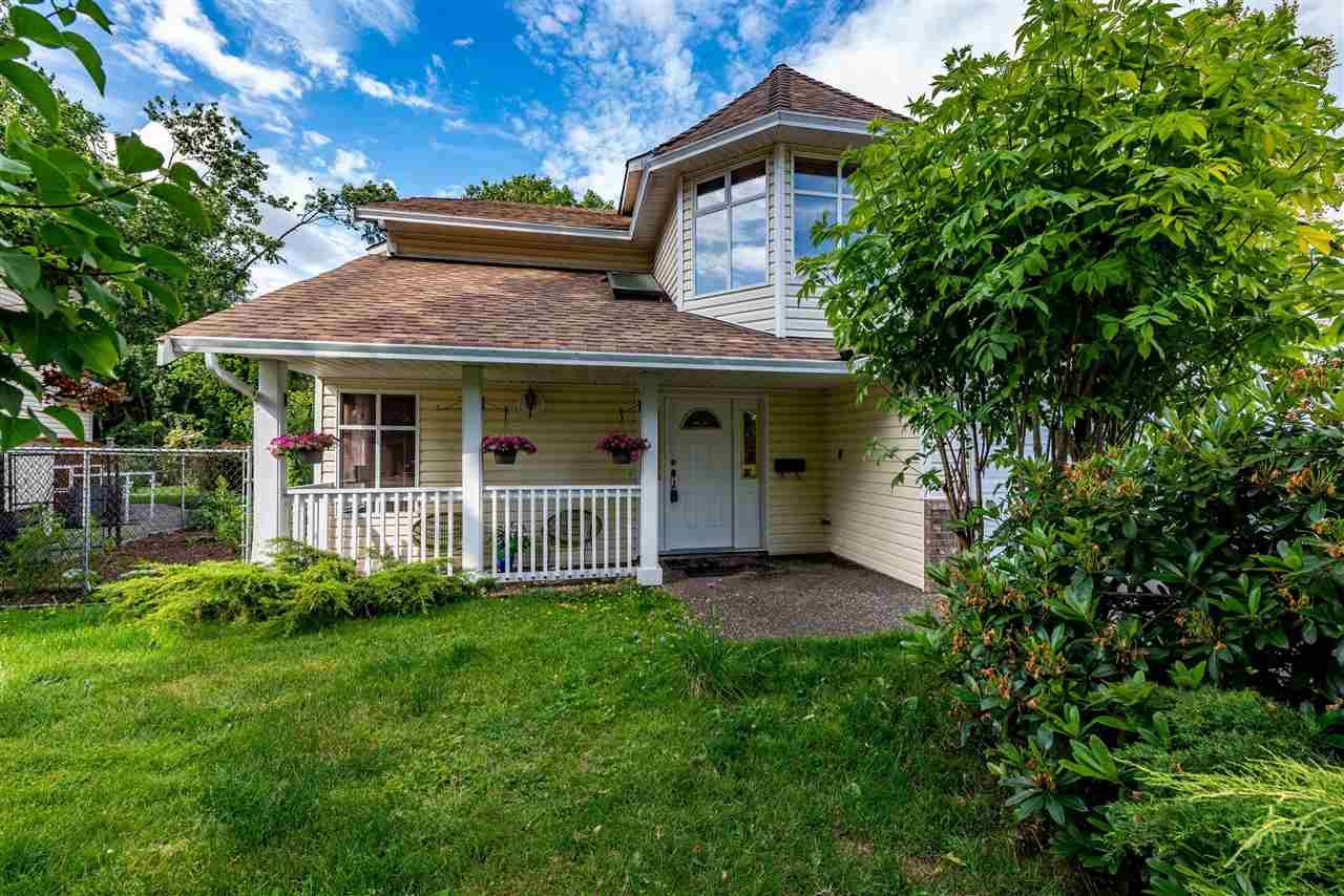 """Main Photo: 35115 MT BLANCHARD Drive in Abbotsford: Abbotsford East House for sale in """"Robert Bateman, Sandyhill"""" : MLS®# R2589939"""