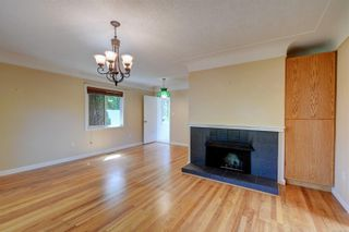 Photo 2: 2501 Wootton Cres in : OB Henderson House for sale (Oak Bay)  : MLS®# 882691