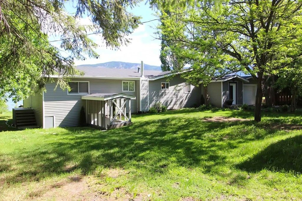 Photo 4: Photos: 1475 Little Shuswap Lake Road in Chase: Little Shuswap Lake House for sale : MLS®# 10205518