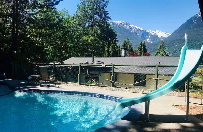 FEATURED LISTING: 2212 SKYLINE Drive Squamish