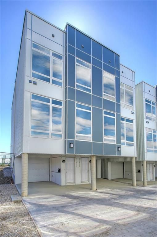 Main Photo: 1 3814 Parkhill Place SW in Calgary: Parkhill Row/Townhouse for sale : MLS®# A1121191