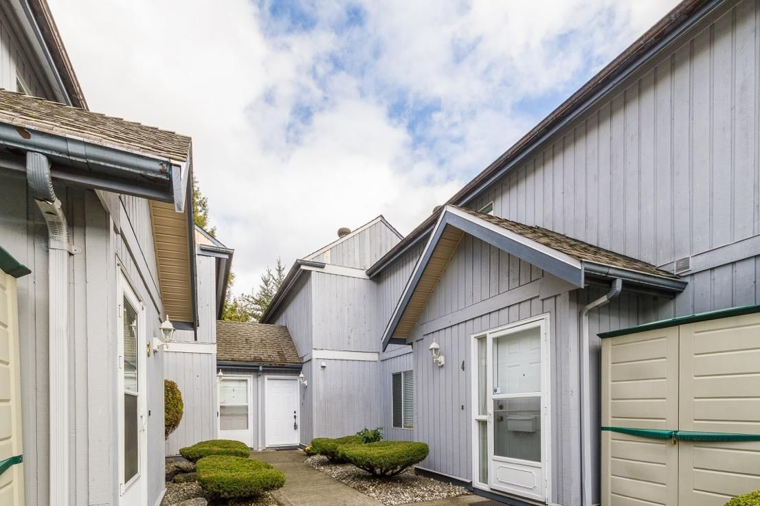 """Main Photo: 2 12334 224 Street in Maple Ridge: East Central Townhouse for sale in """"Deer Creek Place"""" : MLS®# R2077256"""