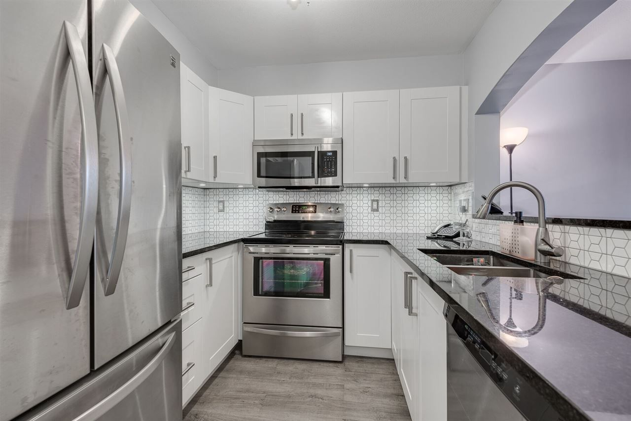 """Photo 9: Photos: 108 3733 NORFOLK Street in Burnaby: Central BN Condo for sale in """"Winchelsea"""" (Burnaby North)  : MLS®# R2400393"""