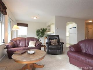 Photo 4: 18 126 Hallowell Rd in VICTORIA: VR Glentana Row/Townhouse for sale (View Royal)  : MLS®# 744425