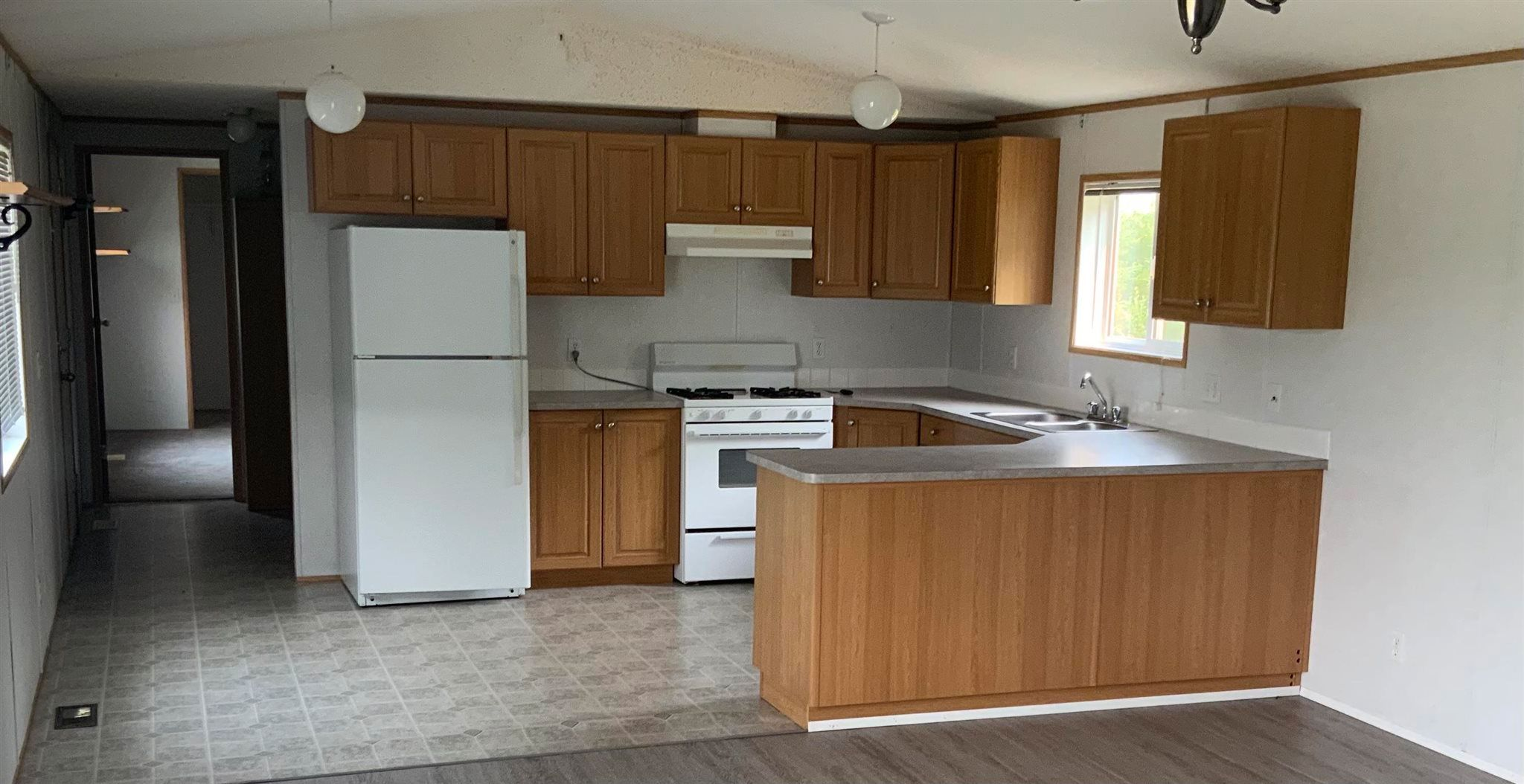 """Photo 5: Photos: 1206 GARCIA Road in Fort St. John: Fort St. John - Rural E 100th Manufactured Home for sale in """"GARCIA ROAD"""" (Fort St. John (Zone 60))  : MLS®# R2597287"""