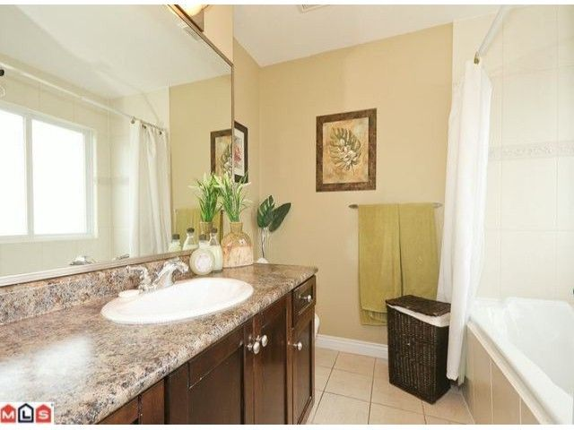 Photo 7: Photos: 7277 144TH Street in Surrey: East Newton House for sale : MLS®# F1120125