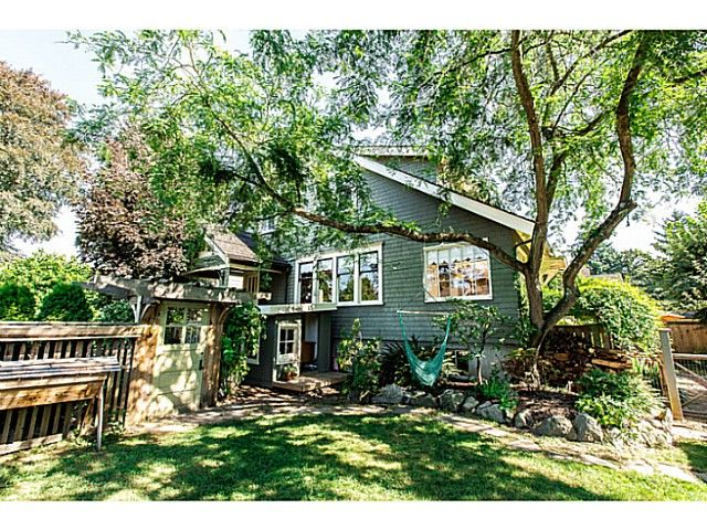 """Photo 3: Photos: 402 SIXTH Avenue in New Westminster: Queens Park House for sale in """"QUEEN'S PARK"""" : MLS®# V1083749"""