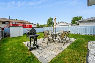 Photo 4: 313 42 Street SE in Calgary: Forest Heights Semi Detached for sale : MLS®# A1118275