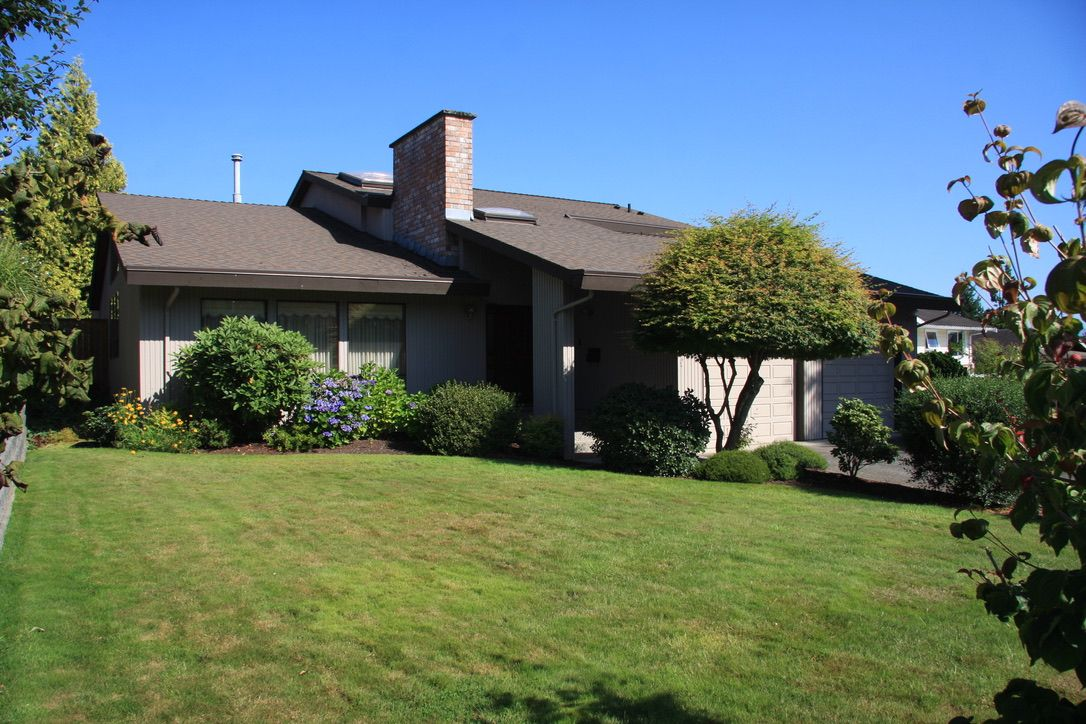 Main Photo: 2472 Sunnyside in Abbotsford: Abbotsford West House for sale : MLS®# R2487351