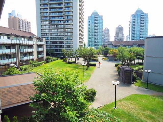 """Main Photo: 303 4373 HALIFAX Street in Burnaby: Brentwood Park Condo for sale in """"BRENT GARDENS"""" (Burnaby North)  : MLS®# V904072"""