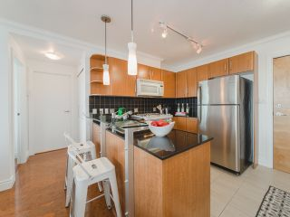 Photo 3: 2809 501 PACIFIC Street in Vancouver: Downtown VW Condo for sale (Vancouver West)  : MLS®# R2354691