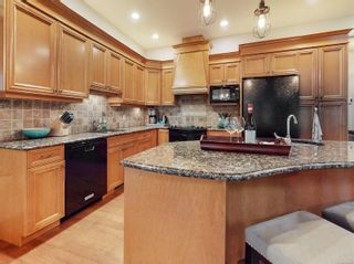 Photo 14: 801 Rogers Way in : SE High Quadra House for sale (Saanich East)  : MLS®# 862780