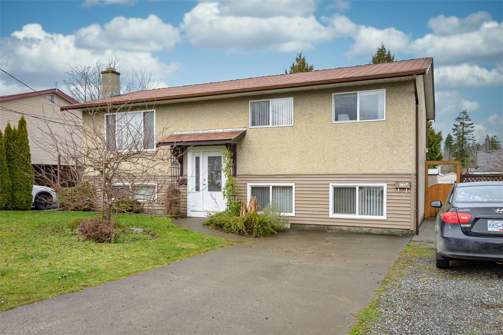 Main Photo: 785 26th St in : CV Courtenay City House for sale (Comox Valley)  : MLS®# 863552