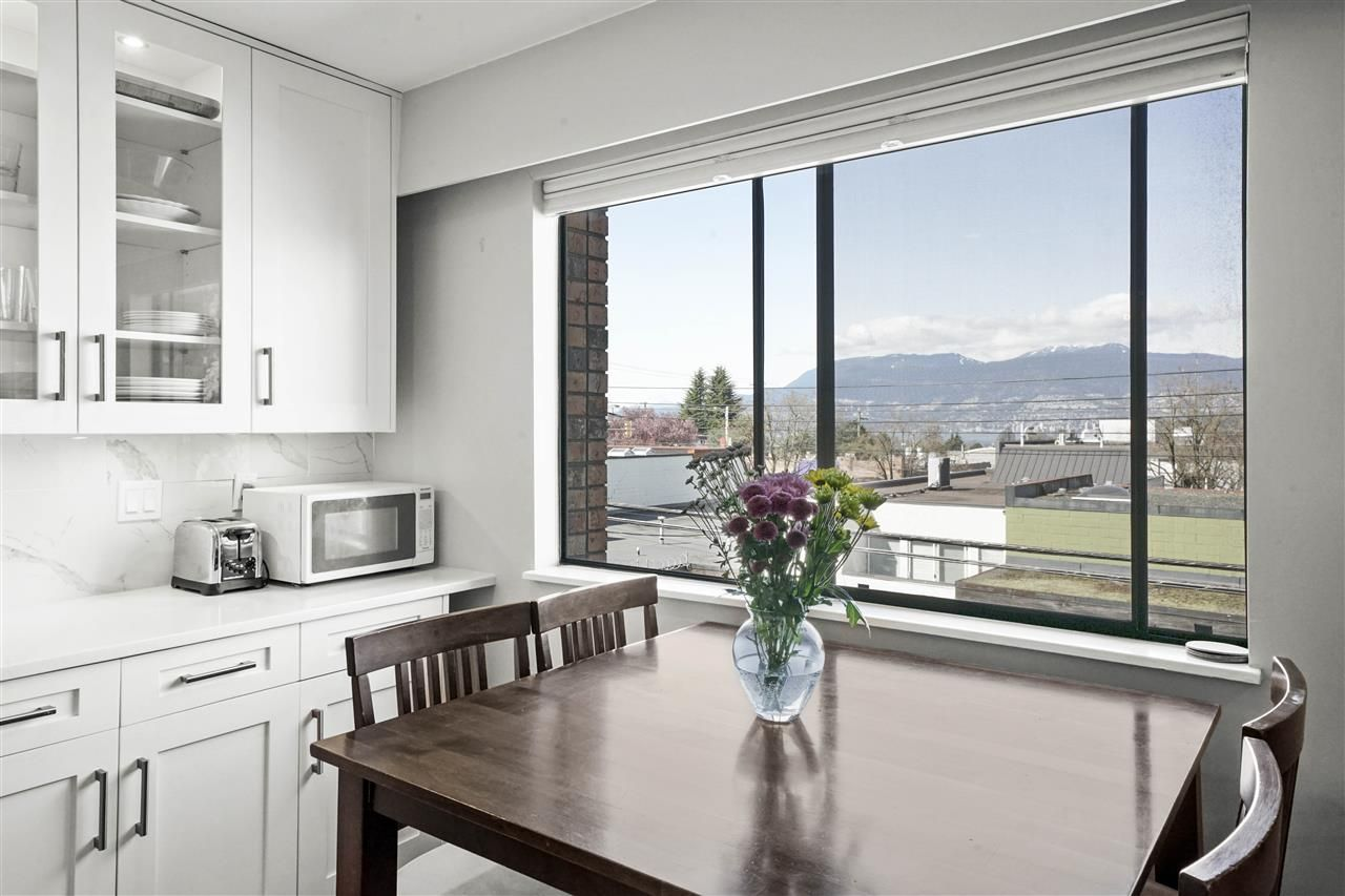 "Main Photo: 307 2080 MAPLE Street in Vancouver: Kitsilano Condo for sale in ""Maple Manor"" (Vancouver West)  : MLS®# R2562068"