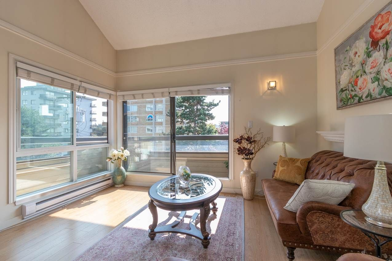 "Main Photo: 414 1363 CLYDE Avenue in West Vancouver: Ambleside Condo for sale in ""PLACE FOURTEEN"" : MLS®# R2504300"