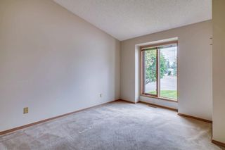 Photo 10: 52 WOODMEADOW Close SW in Calgary: Woodlands Semi Detached for sale : MLS®# C4259772
