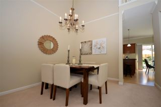 """Photo 3: 28 3363 ROSEMARY HEIGHTS Crescent in Surrey: Morgan Creek Townhouse for sale in """"Rockwell"""" (South Surrey White Rock)  : MLS®# R2568501"""