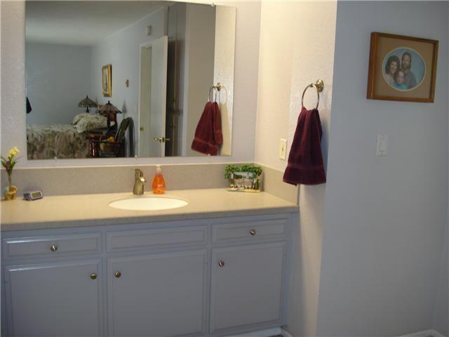 Photo 8: Photos: NORTH ESCONDIDO House for sale : 2 bedrooms : 10126 W Lilac Road in Escondido