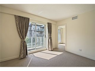 """Photo 9: 104 5838 BERTON Avenue in Vancouver: University VW Townhouse for sale in """"THE WESBROOK"""" (Vancouver West)  : MLS®# V1078429"""