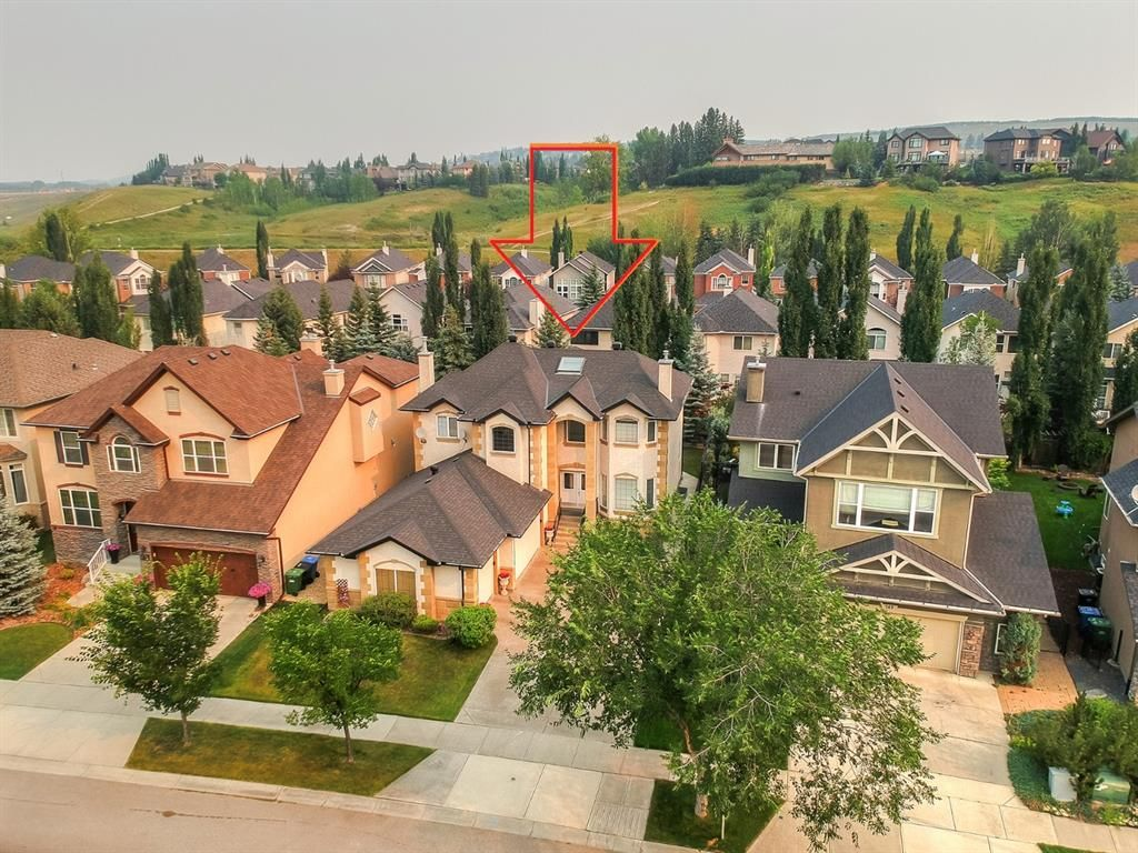 Main Photo: 271 Discovery Ridge Boulevard SW in Calgary: Discovery Ridge Detached for sale : MLS®# A1136188