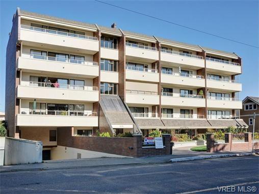 Main Photo: 401 1175 Newport Ave in VICTORIA: OB South Oak Bay Condo for sale (Oak Bay)  : MLS®# 743446