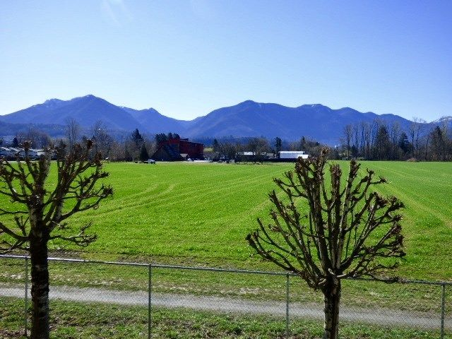 """Photo 9: Photos: 204 45520 KNIGHT Road in Sardis: Sardis West Vedder Rd Condo for sale in """"Morningside"""" : MLS®# R2346105"""