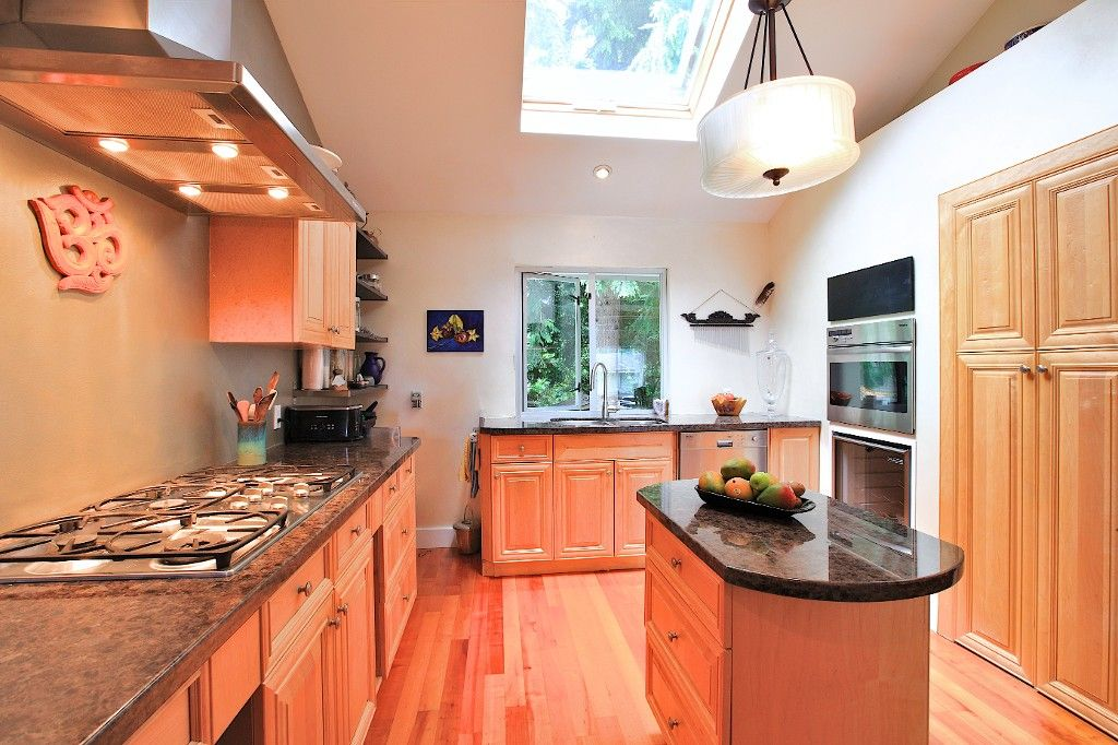 Photo 14: Photos: 2550 SECHELT Drive in North Vancouver: Blueridge NV House for sale : MLS®# V965349