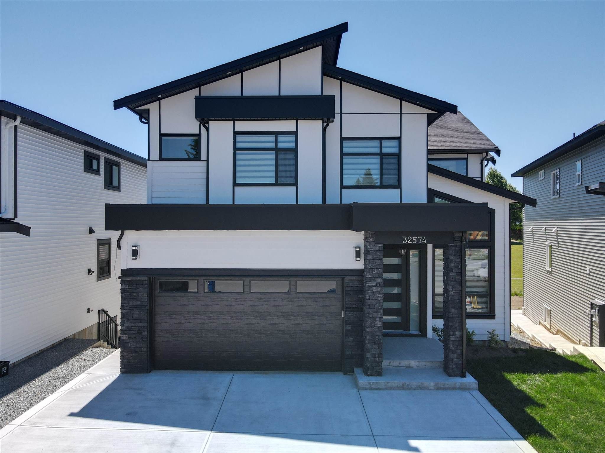 Main Photo: 32574 LISSIMORE Avenue in Mission: Mission BC House for sale : MLS®# R2596422