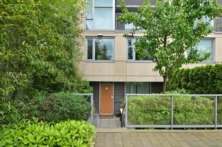 """Photo 1: 2727 PRINCE EDWARD Street in Vancouver: Mount Pleasant VE Townhouse for sale in """"UNO"""" (Vancouver East)  : MLS®# V1122910"""