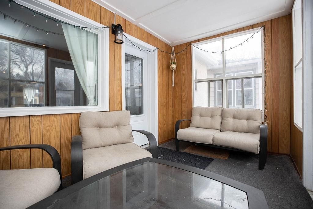 Photo 2: Photos: 284 Parkview Street in Winnipeg: St James Residential for sale (5E)  : MLS®# 202004878