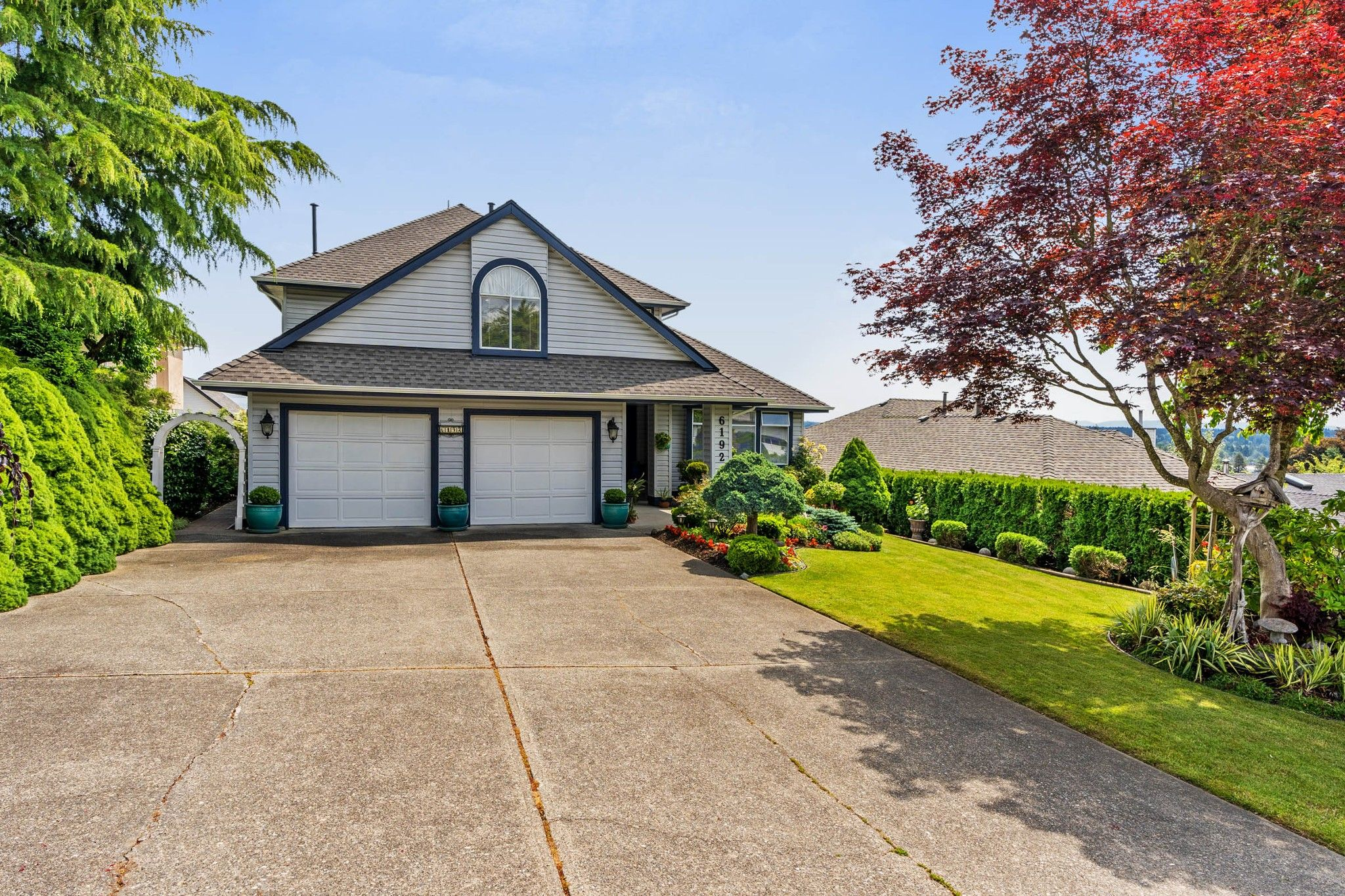 Photo 2: Photos: 6192 191A Street in Surrey: Cloverdale BC House for sale (Cloverdale)  : MLS®# R2279041