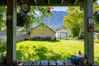 Photo 3: 268 CARIBOO Avenue in Hope: Hope Center House for sale : MLS®# R2586869