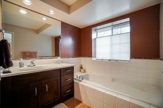 """Photo 12: 77 101 PARKSIDE Drive in Port Moody: Heritage Mountain Townhouse for sale in """"Tree Tops"""" : MLS®# R2447524"""