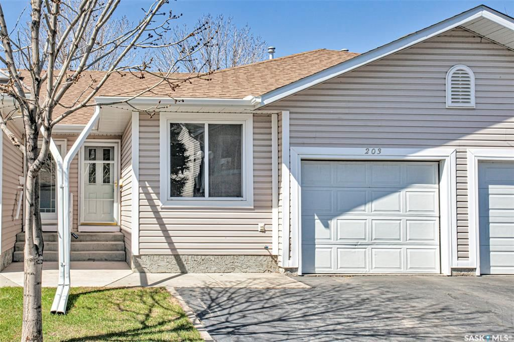 Main Photo: 203 218 La Ronge Road in Saskatoon: Lawson Heights Residential for sale : MLS®# SK857227